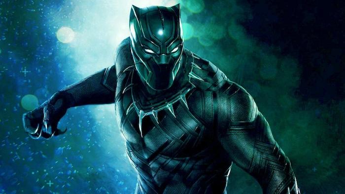 black panter film, ein mann mit einem schwarzen superhelden kostüm unn mit langen scharfen zähnen und weißen augen