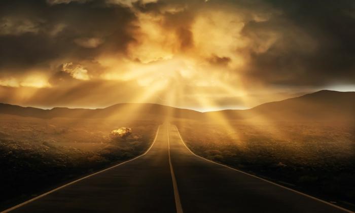 eine Landstraße, Kunst Bilder, das Licht scheint hell, Gebirge in den Fernen, eine Landschaft