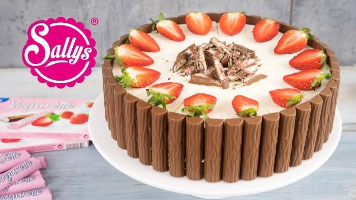 erdbeer joghurt torte mit yogurette schnitten, sallys küche, bloggerin torte, rezept idee in bild video und worten