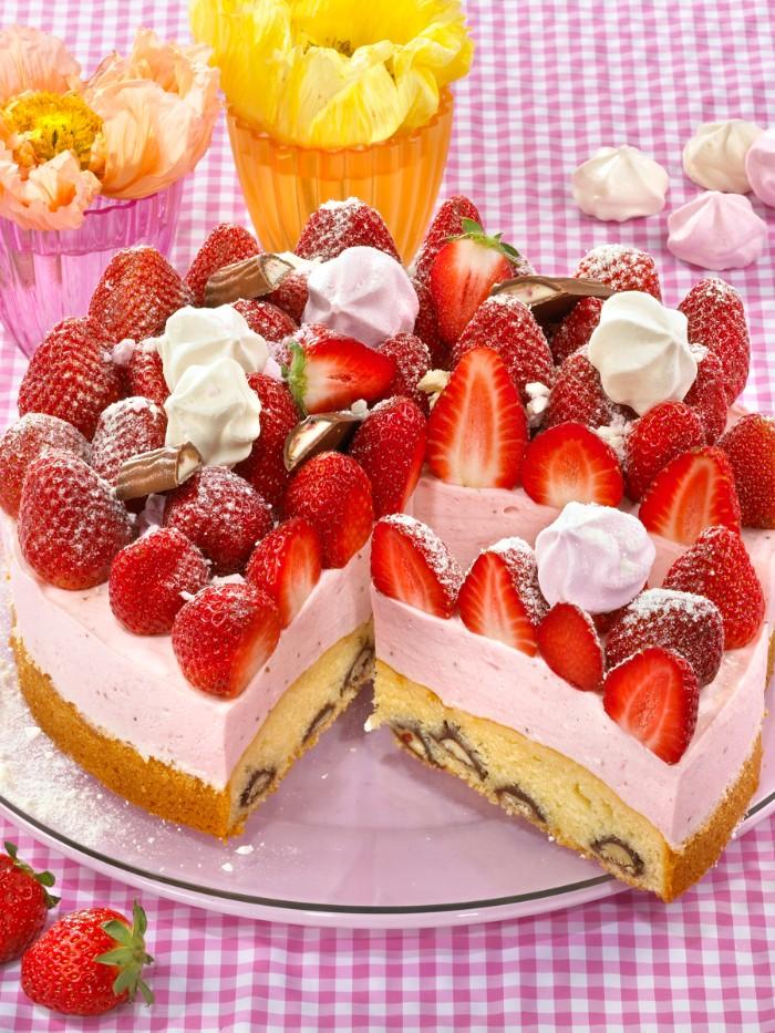 chefkoch torten selber machen, schöne und leckere tortenrezepte mit erdbeeren und joghurt creme, torten dekorieren