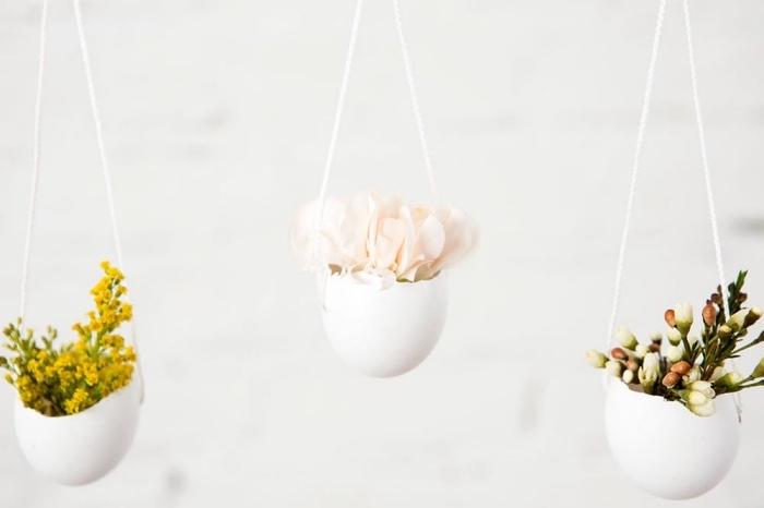 händenge frühlingsdeko selber machen, vasen aus weißen eierschalen, diy anleitung
