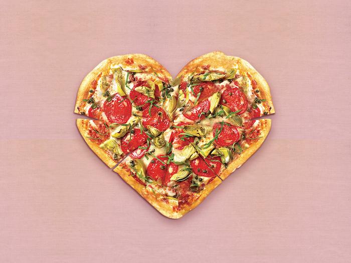 Herzförmige Pizza zum Vatertag backen, leckere Überraschungen für Väter