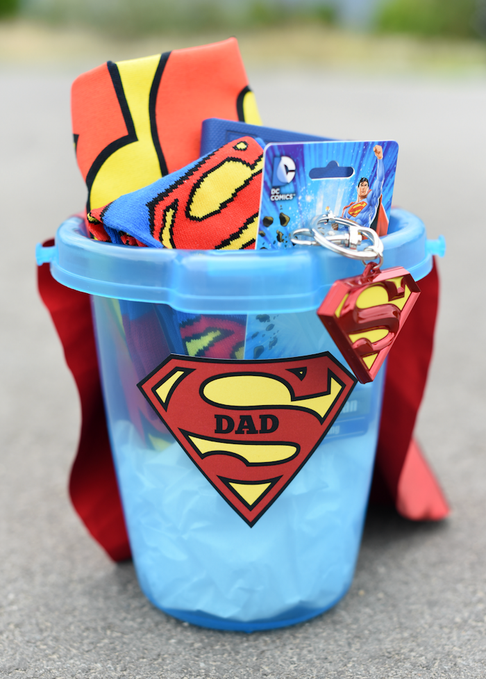 Superman Geschenkset zum Vatertag schenken, Eimer voll mit Superman Accessoires
