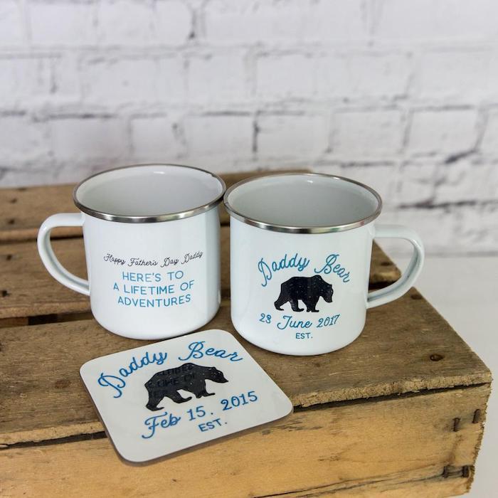 Weiße Tassen selbst verzieren, mit Aufschrift Daddy Bear, lustiges Geschenk zum Vatertag
