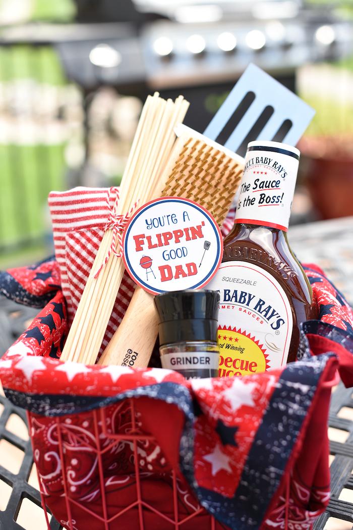 Grill Geschenkkorb für Väter, alles Nötige für Grillpartys zum Vatertag schenken