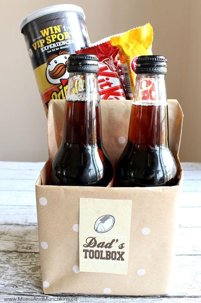 Geschenkkorb zum Vatertag schenken, das perfekte Geschenk für Vater, Bier Chips und Süßigkeiten