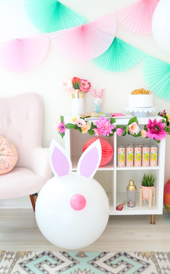Osterhasen aus Ballons selber machen, Ohren aus Papier kleben, DIY Osterdeko
