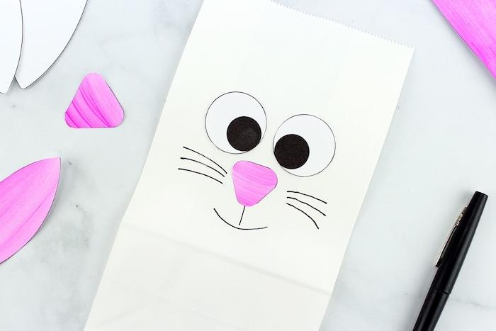 Osterhase aus Papiertüte selber machen, einfache Bastelidee für Kleinkinder zu Ostern