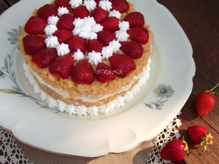joghurette torte selber machen, weiße creme mit erdbeeren und schoko füllung, ideen diy rezepte