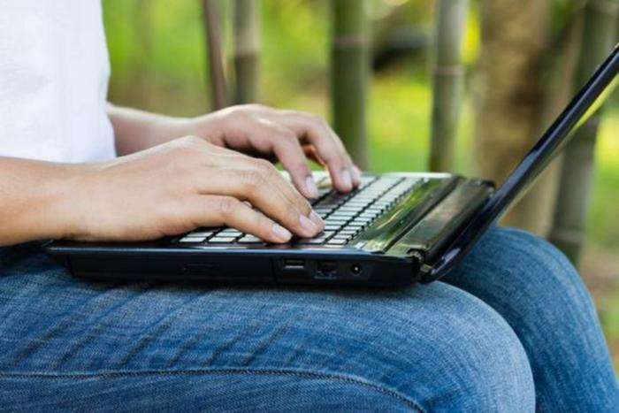 jetzt können Sie im Garten länger arbeiten wegen des Laptop Displays