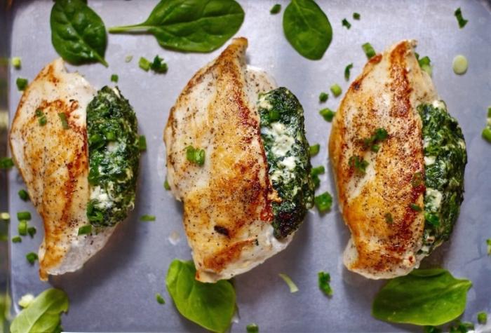 low carb abendessen, hühnerfleisch gefüllt mit spinat und mozzarella, rezept mit fleisch