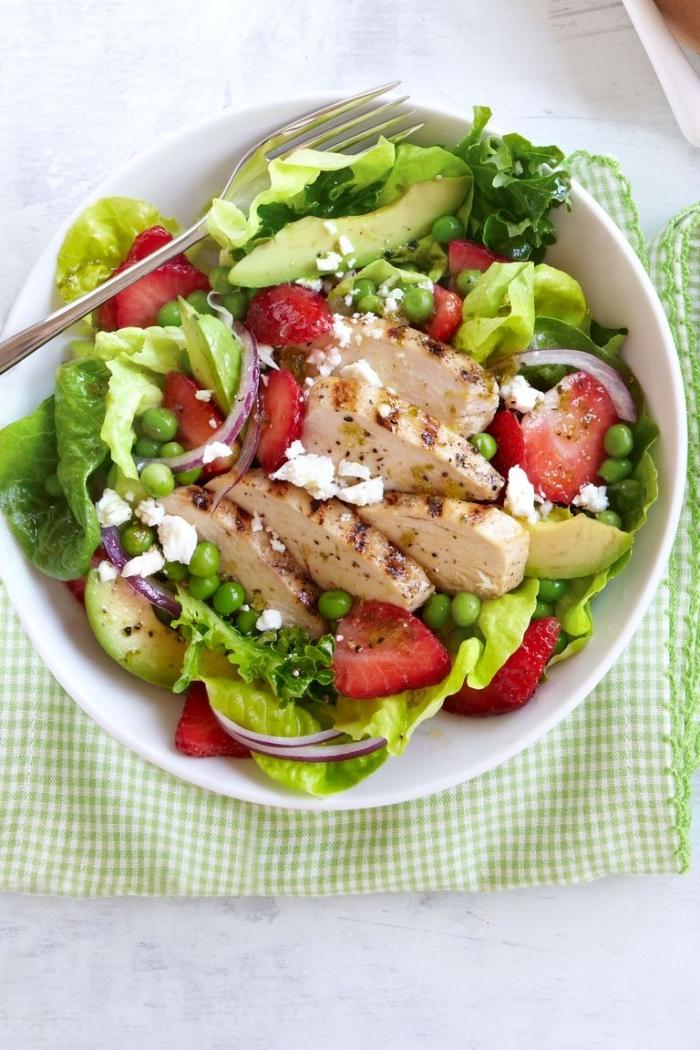 salat mit avocado, tomaten und grünen bohnen, low carb rezepte abendessen, hühnerfeleisch