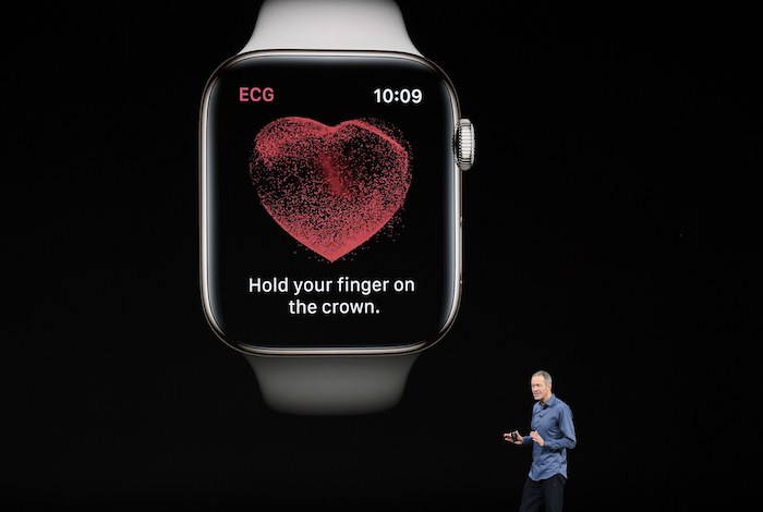 apple watch mit einer ekg funktion und mit einem schwarzen bildschirm mit einem großen roten herzen