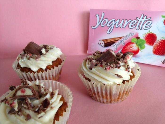 joghurt sahne torte klein muffin form mit kleinen törtchen selber machen, yogurette nachtisch ideen