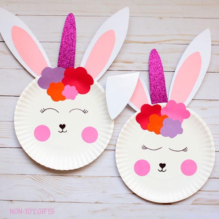 Süße Osterhasen aus Papptellern selber machen, Ohren aus Papier kleben, Gesicht zeichnen