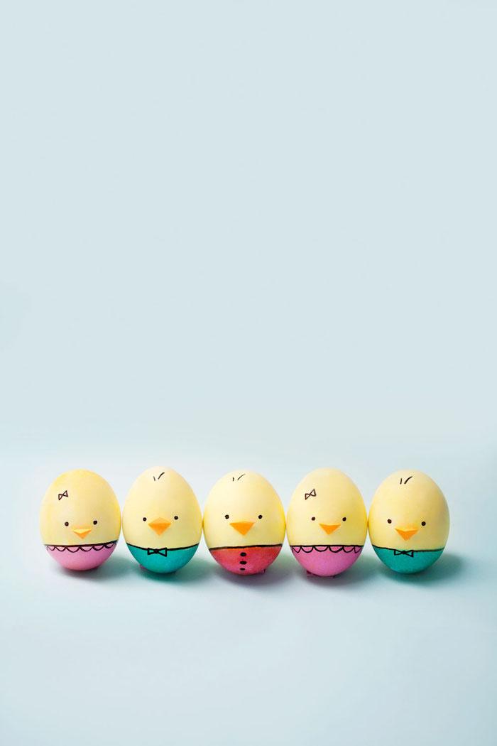 Ostereier als Küken bemalen, Schnabel aus Papier kleben, tolle DIY Idee zu Ostern für Kinder