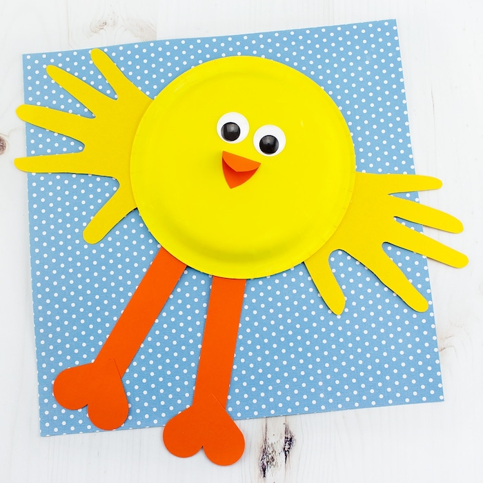 Küken aus Pappteller selber basteln, DIY Ideen für Kleinkinder zu Ostern zum Nachmachen
