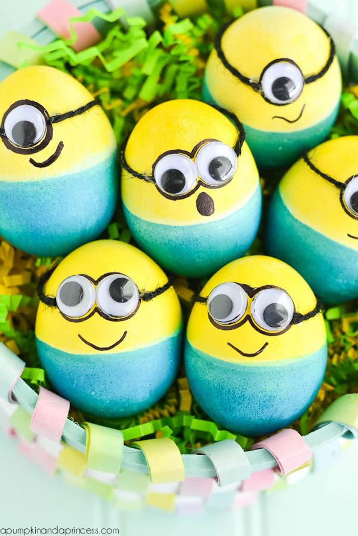 Minion Ostereier selbst gestalten, Augen kleben, kreative Ideen zum Ostereier färben