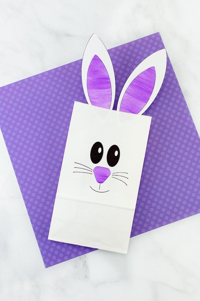 Osterhase einfach selber machen, aus kleiner Papiertüte, Ohren kleben, Gesicht malen