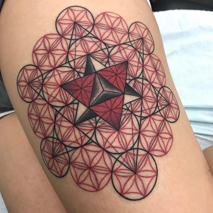 tribal tattoo ideen, geometrisches tattoo, dreiecke und kreisen in einer besonderen gestaltung, schwarz rote tattoos