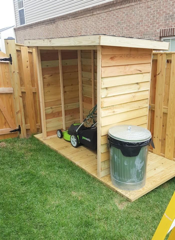 Gartenhaus mit Schleppdach, Häuschen selber bauen, Mülleimer, Gartenrasiermaschine, Holzhaus
