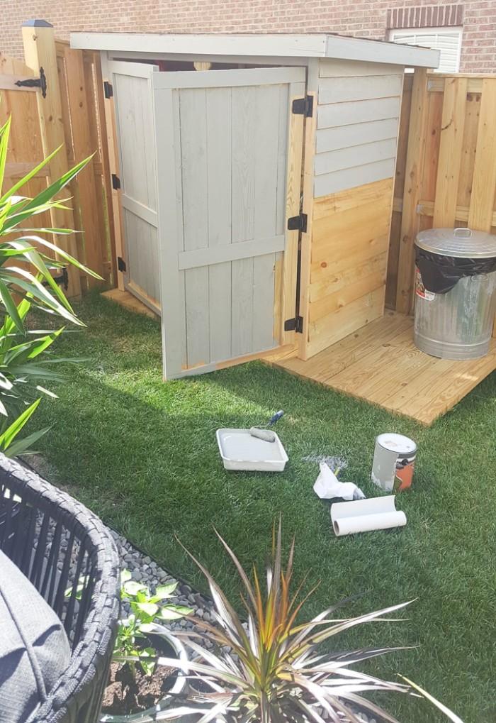 Fachdachhaus aus Holz selber bauen und belamel, graues Haus im Garten gestalten