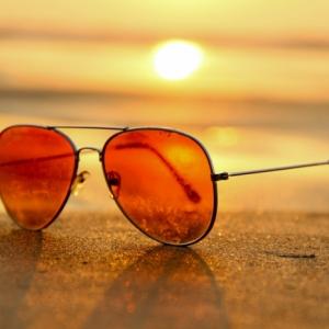 Sonnenbrille für einen coolen Look: Der universale Ratgeber