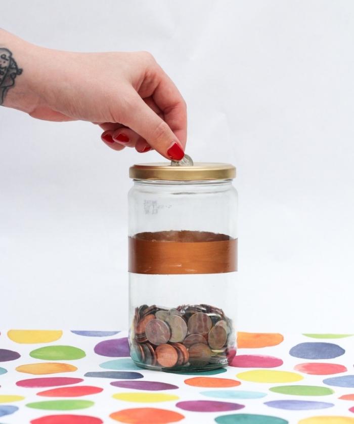 spardose selber basteln aus großem einmachglas, münzen sammeln, roter nagellack