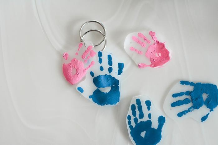 Selbstgemachten Schlüsselanhänger mit Handabdrücken zum Vatertag schenken