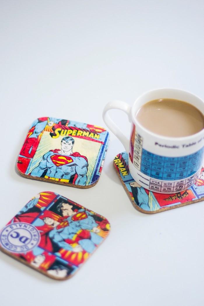 Superman Untersetzer selber machen, zum Vatertag schenken, coole Geschenkidee für Vater