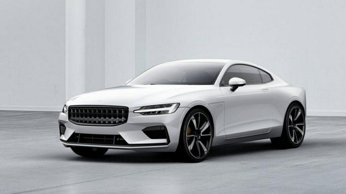 ein weißes Auto von Volvo im Autosalon, ein Auto der Zukunft mit neuen Funktionen