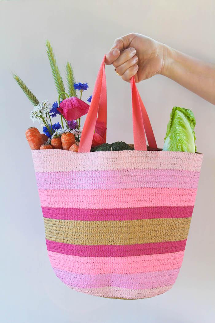 Einkaufstasche selbst bemalen, mit Stoffmalfarben, in Rosa Nuancen, DIY Geschenk zum Muttertag