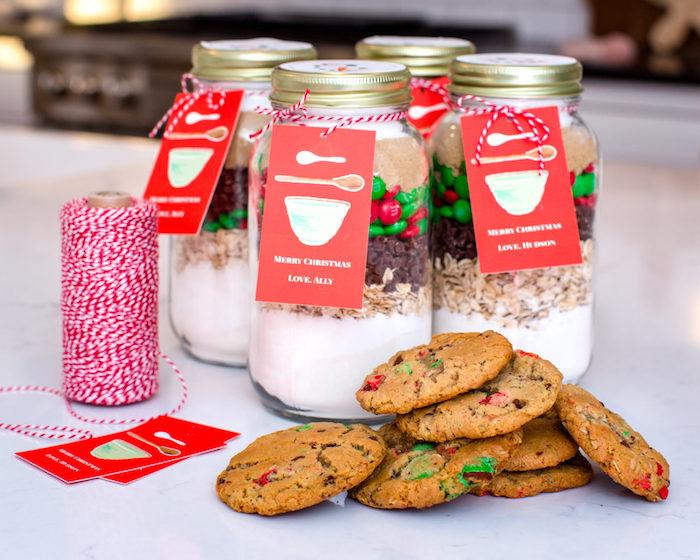 Mischung für Weihnachtskekse in Einmachglas mit personalisierter Etikette, DIY Idee für Weihnachtsgeschenk