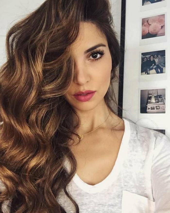 balayage haare zu hause selber färben und stylen, brünette mit sonnengeküsstem haarstyle, haarlooks