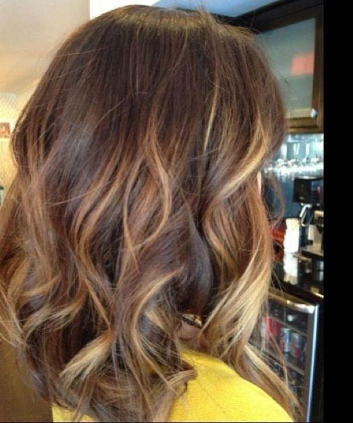 ombre braun blond, braune haare färben und darauf blonde strähnen machen, frisur, haarlooks