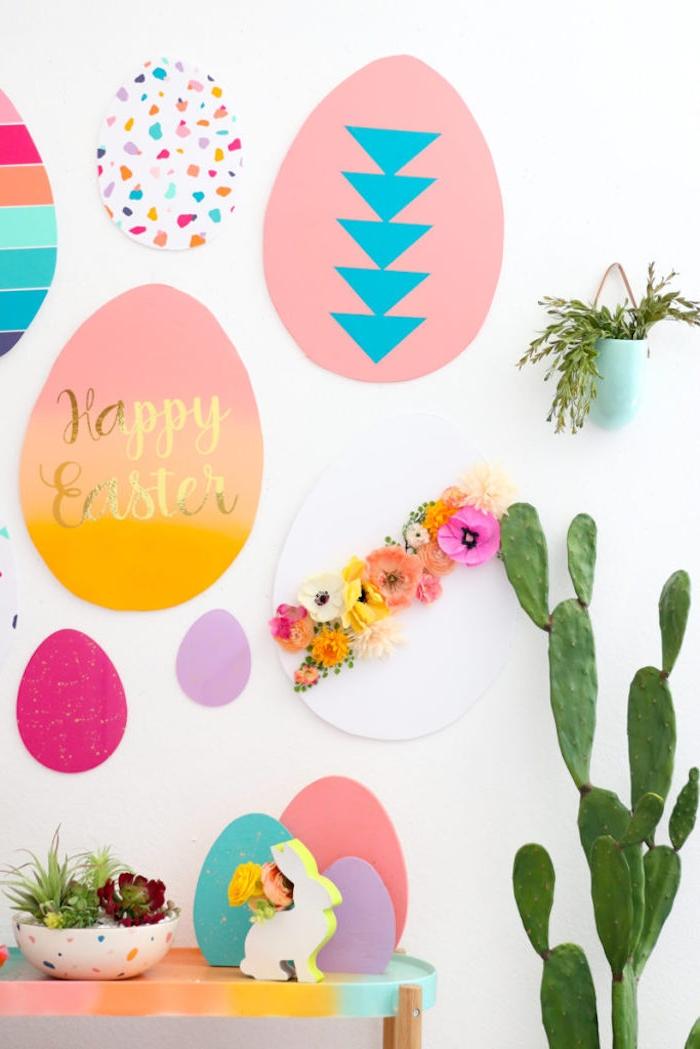 Wanddeko zu Ostern mit Kindern basteln, riesige bunte Ostereier aus Papier schneiden