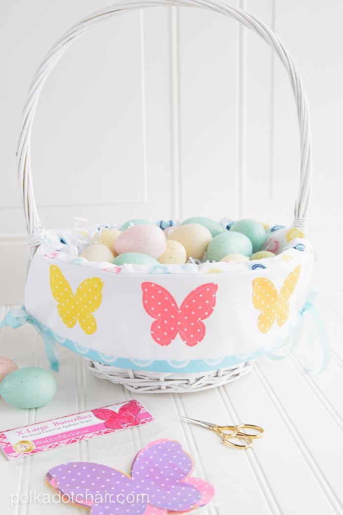 Osterkorb selber machen, mit bunten Schmetterlingen, Basteln für Ostern mit Kindern