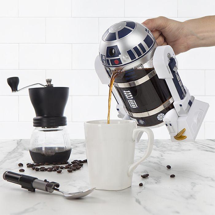kreatives geschenk für freund, kaffee und kaffeemaschine in form von star wars held