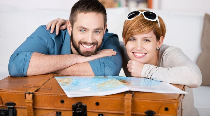 geburtstagsgeschenke für männer eine reise zusammen planen mann und frau