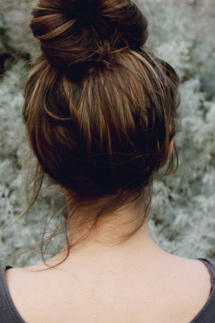balayage braun blond in einer hochsteckfrisur gestalten, farbschattierung in den haaren