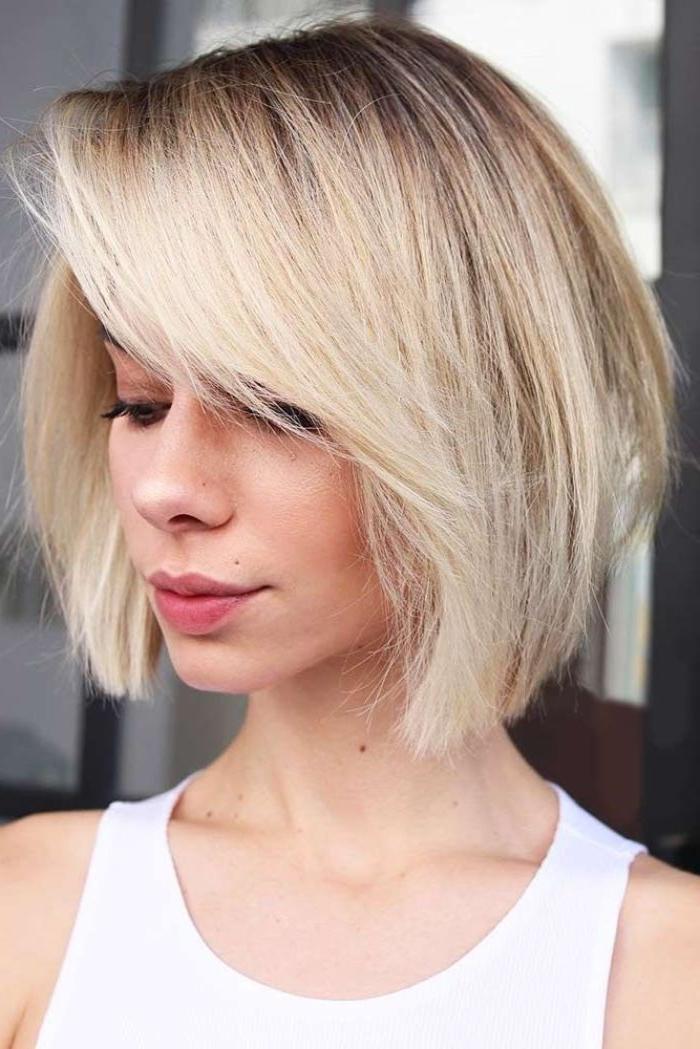kurzhaarfrisuren bob, blondes haar, schwarze ansäze, balayage blond, pony seitlich