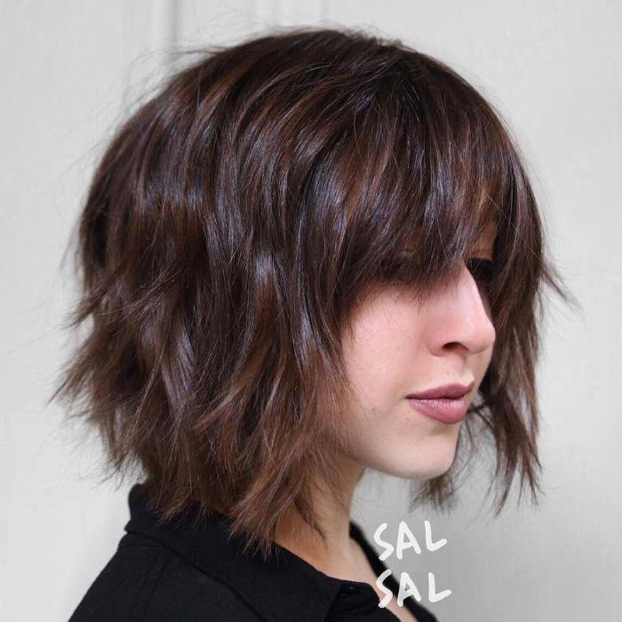 frisuren 2017 bob, messy haare, bob frisur mit fransig, stufig gestylt, nude lippen
