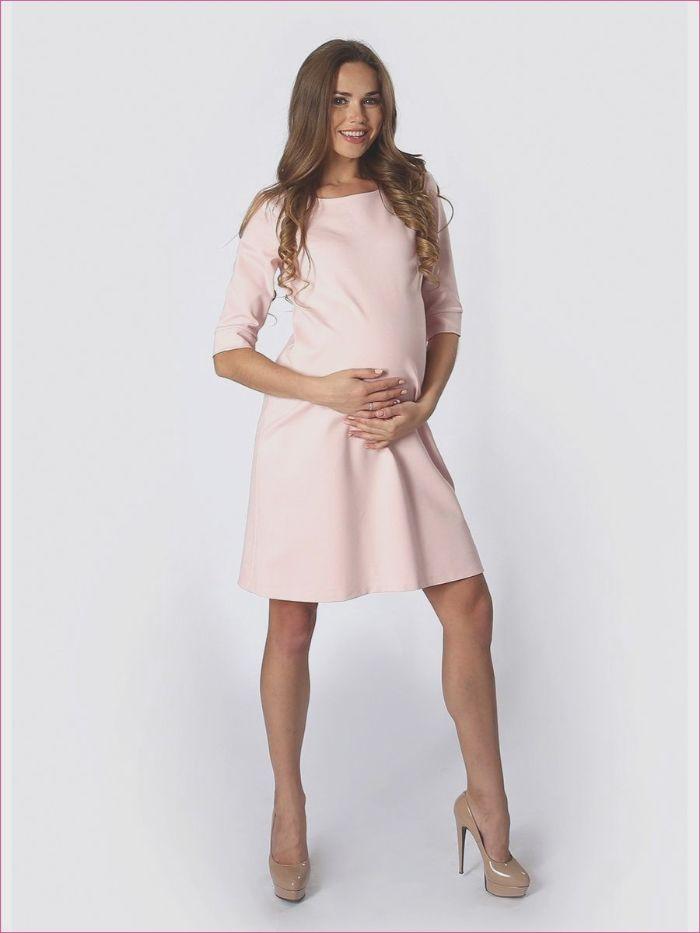 günstige brautkleider für schwangere, hellrosa kurzes brautkleid, schwangere frau mit absatzschuhen