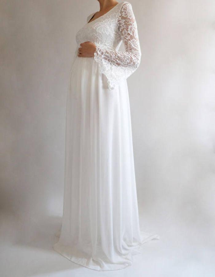 schwangerschaft brautkleid, eine braut mit kleid, langes kleid aus feinem stoff und spitze auf dem oberteil