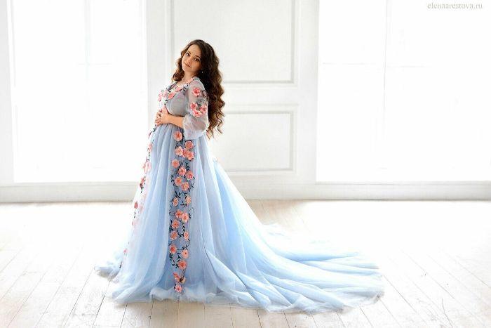 günstige brautkleider für schwangere, langes blaues kleid, kleid nach der kultur und traditionen wählen, weiß oder bunt brautkleid ideen