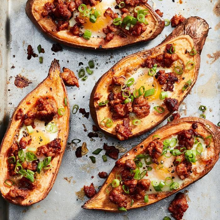 bruch was gehört dazu, süße kartoffel mit eier, chorizo und frühlingszwiebel, gesunde rezepte