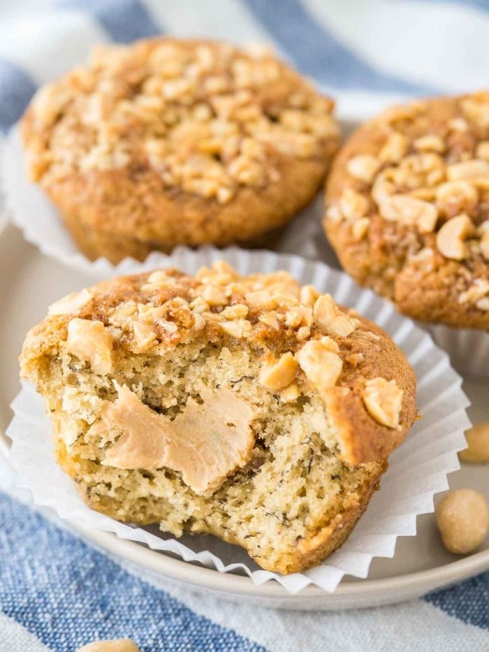 cupcakes rezepte einfach und schnell, muffins mit erdnussbutter und erdnüssen, kleine gebäcke