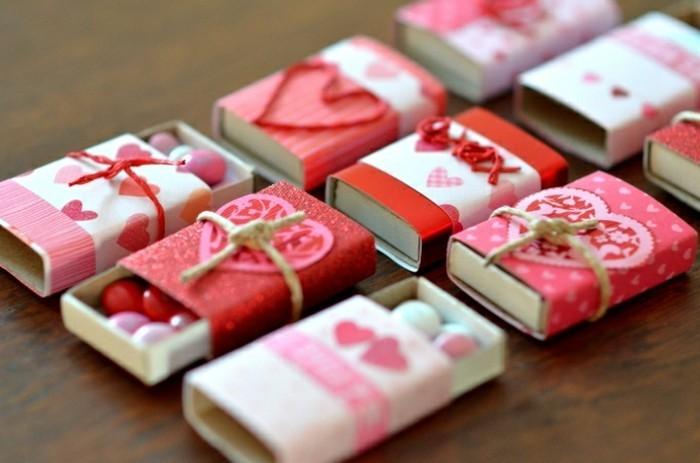 süße geschenke für freundin, kleine kasten mit herzchen selber basteln und jemanden damit überraschen
