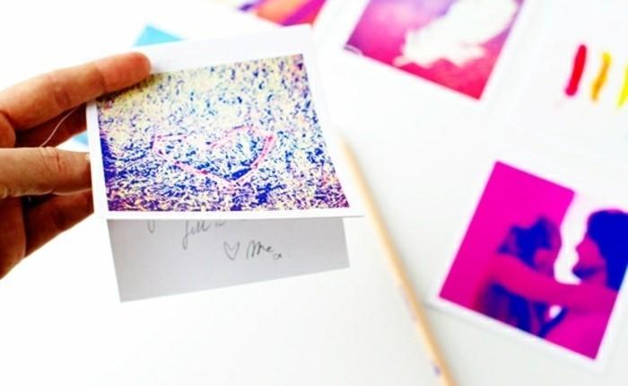 geschenk für freund selber machen, fotos in coolen farben drucken und mit botschaften gestalten