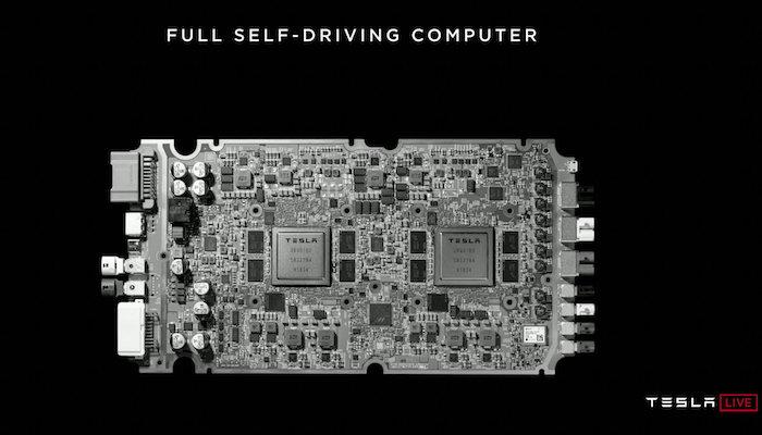 Dank eines neuen Fahrcomputer im Tesla-Auto wird optimales Fahrverhalten erreicht, ohne dass jemand hinter dem Lenkrad sitzt